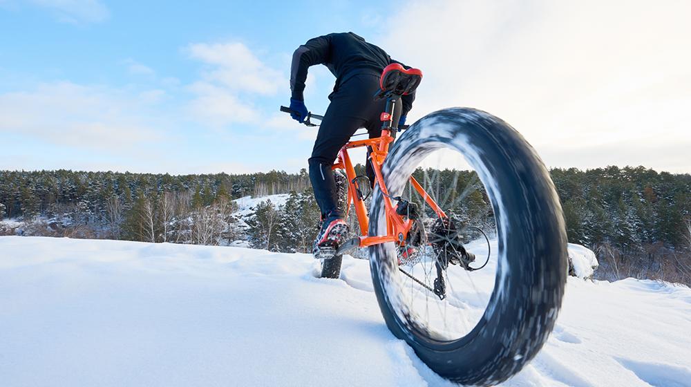 jazda na rowerze po śniegu